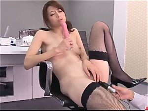 Maki Hojo incredible scenes of blinding pornography at the office