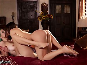 Lana Rhoades Scissor dirty dancing on Mother-In-Law's cage