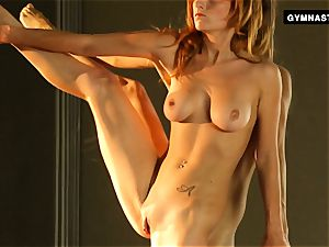 Mature redhead does astounding opens up