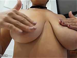 Exotic Ella Knox is smoking super hot playing with her fucktoy