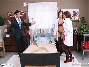 Kortney Kane & Madison Ivy - porn 3some in a health center ward