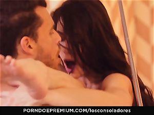 LOS CONSOLADORES - super hot FFM three way with Arwen Gold