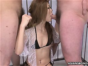 superslut gets her nostril hooked as she fellates
