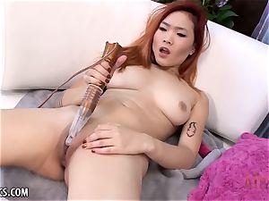 Lea Hart finger-tickling her raw puss