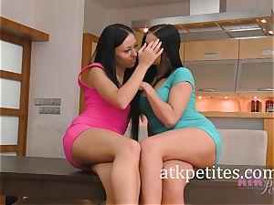 Bailey Ryder and Victoria Blaze Make lesbian enjoy