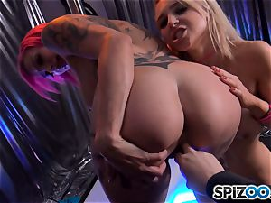 Alix Lynx and Anna Bell Peaks doing their thing at the strip club