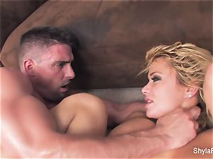 blondie cougar Shyla gets a gonzo plumb and a facial