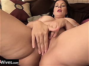 USAWiveS curvy plus-size Mature Dylan Jenn tugging