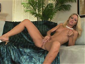 ultra-kinky platinum-blonde Sophia Lynn wants her vag to cum for a stiff toy